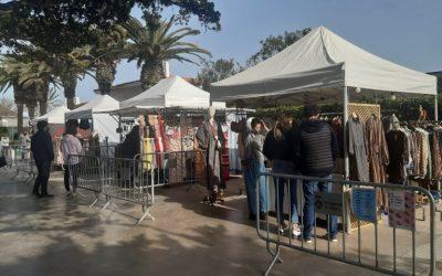 La Fira-Mercat d'Artesania i Regals del passeig enceta la temporada d'estiu